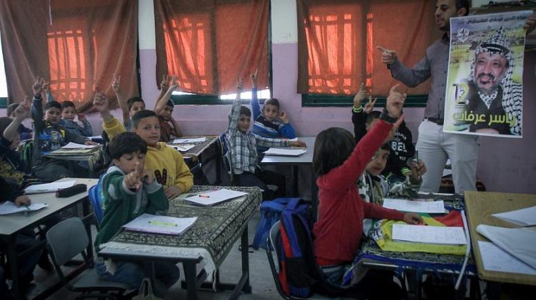 La revisión de la UE de los libros de texto palestinos es una tragedia de errores, dice un grupo de control – Por Israel Kasnett (JNS)