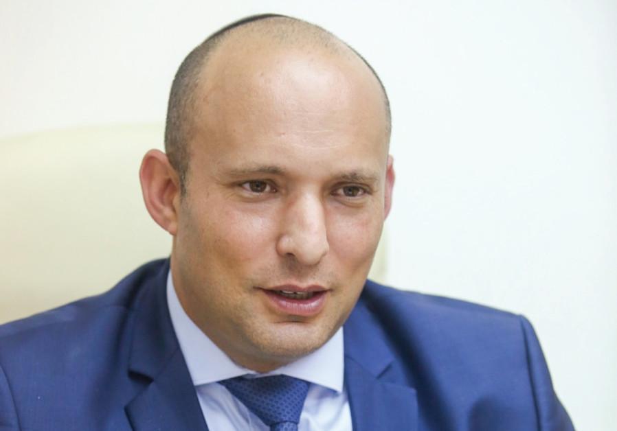 El Ministro Bennet revela su plan de paz, proponiendo un drástico cambio para Judea y Samaria (Cisjordania) – Por Gil Hoffman y Sarah Levy (Jerusalem Post 11/10/2017)