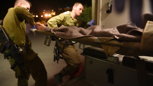 Atendidos médicamente en Israel, los refugiados sirios ya no los ven como a un enemigo – Yediot Ajaronot (8/4/2017)