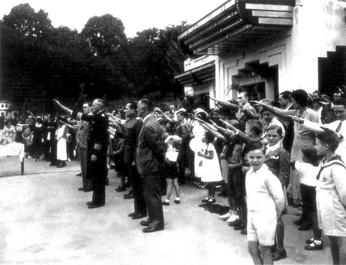 Alemanes-Caracas-saludo-nazi