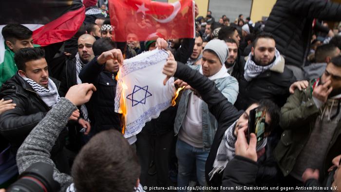 La insuficiente batalla de Alemania contra el antisemitismo – Por Manfred Gerstenfeld