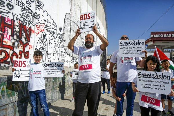 ¿El BDS es Antisemita? Una mirada más cercana a la campaña de boicot contra Israel – Por David M. Halbfinger, Michael Wines y Steven Erlanger (The New York Times)