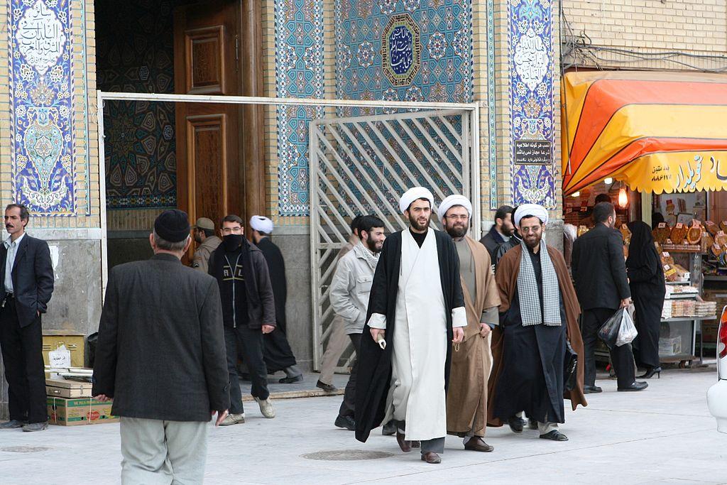Una nueva estrategia hacia Teherán: Explotar el miedo de Irán – Por Dmitri Shufutinsky