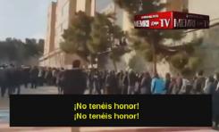 Estudiantes iraníes se niegan a caminar sobre las banderas de EE.UU.-Israel y abuchean a los que lo hacen