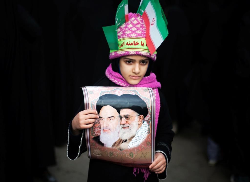 Irán – La hoja de ruta de Khamenei en el 40 aniversario de la Revolución Islámica – Por Raz Zimmt (INSS)