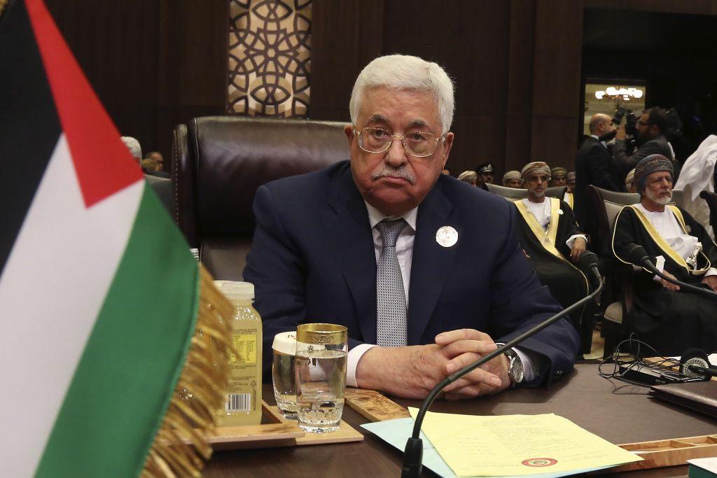 Con un ojos en la reunión con Trump, Abbas se enfrenta al Hamás y a la huelga de hambre – Por Avi Issacharoff (The Times of Israel)