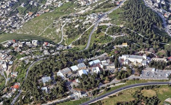 ¿Israel debe desalojar a la ONU de la montaña del Mal Consejo? – Por Nadav Shragai (Israel Hayom)