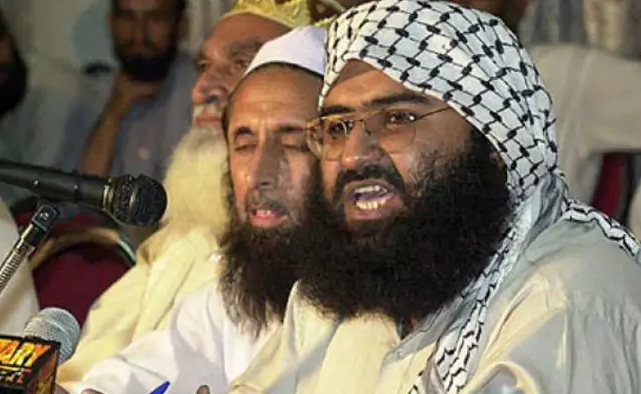 """""""Cuarenta Enfermedades de los Judíos"""" – El libro del comandante yihadista – respaldado por el ejército pakistaní –  Maulana Masood Azhar dice: 'Los judíos son el cáncer que se filtra a toda la humanidad' – Por Tufail Ahmad"""