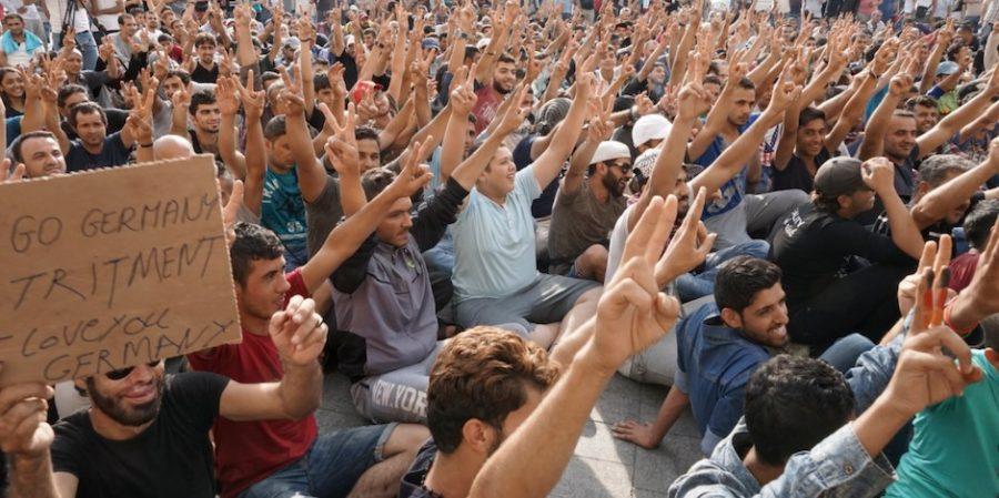 ¿Qué tiene en la cabeza un refugiado musulmán? – Por Burak Bekdil