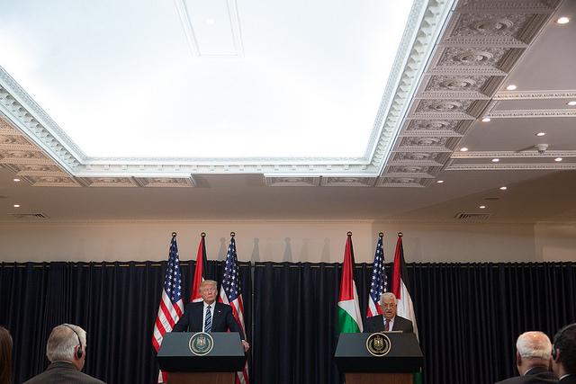 Ir a la mesa de negociaciones: Elementos claves del enfoque estadounidense para reiniciar las negociaciones de paz entre israelíes y palestinos – Shimon Arad (INSS)