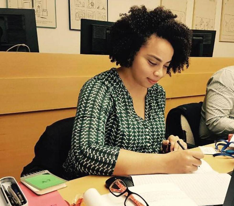El curso de aspirantes del Ministerio de Relaciones Exteriores incluye a la primera mujer musulmana – Por Itamar Eichner (Ynetnews)
