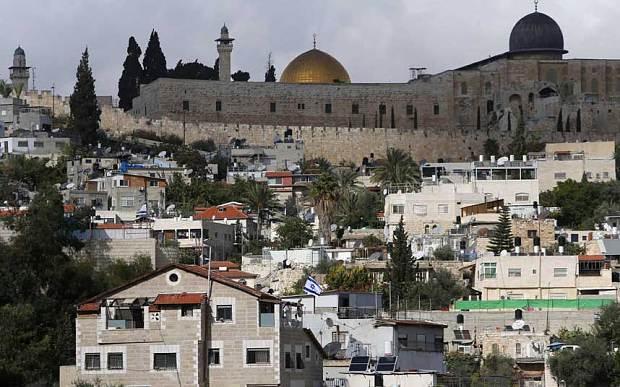 Líderes palestinos amenazan a habitantes árabes de Jerusalén en vísperas a las elecciones municipales de la ciudad – Por Nadav Shragai (Jerusalem Center for Public Affairs)