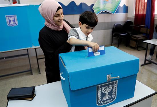 27% de los árabes israelíes votaron por partidos sionistas en las últimas elecciones – Por Maurice Hirsch e Itamar Marcus (Palestinian Media Watch)