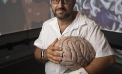 El científico israelí que intenta hackear el cerebro para crear súper sentidos - Por Dani Bar On (Haaretz)