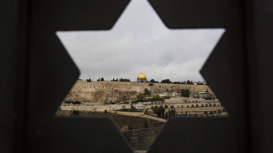 No solo Trump, Zeman quiere trasladar la Embajada a Jerusalén. Es un riesgo demasiado grande, dice un experto – Por ELIŠKA KUBÁTOVÁ (INFO.CZ)