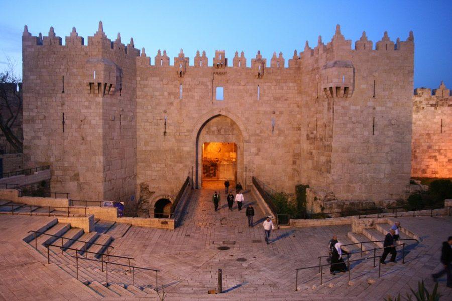 La Autoridad Palestina arresta a Palestino-Estadounidense por venderle propiedades a judíos – Por Khaled Abu Toameh (The Jerusalem Post)